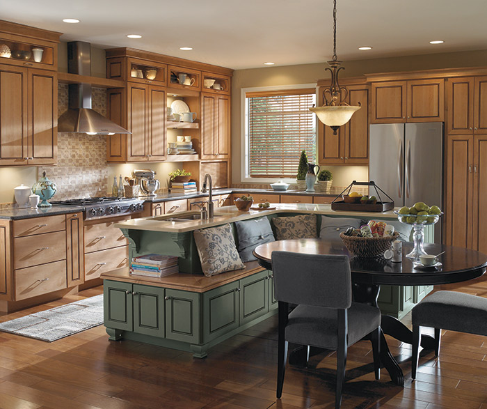 Anden Maple Wood Cabinets In A Casual Kitchen;  Maple_wood_cabinets_casual_kitchen_2 ...