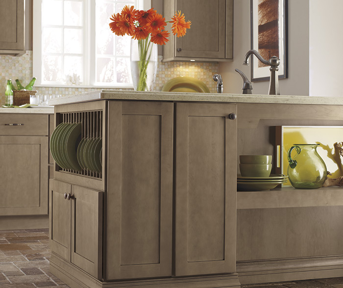 Kitchen Cabinets Light: Light Wood Finish Shaker Kitchen- Diamond Cabinetry