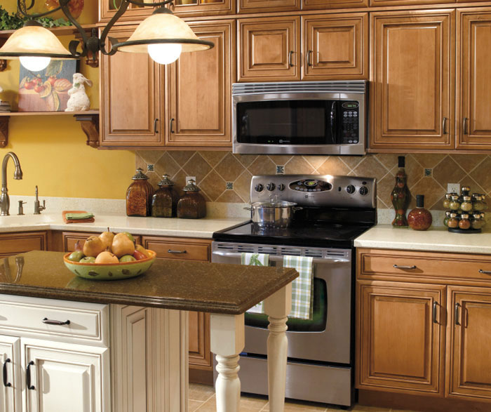 Traditional Kitchen Cabinets With Contrasting Island By Diamond Cabinetry