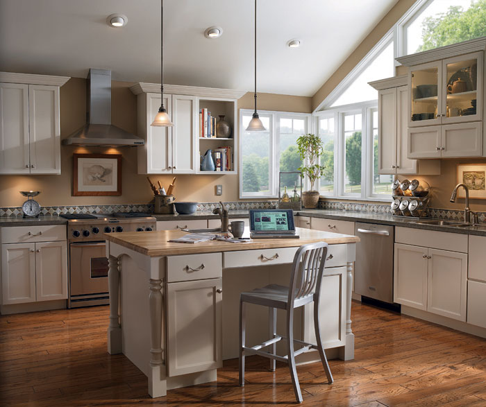 Painted kitchen cabinets by Diamond Cabinetry ... & Painted Kitchen Cabinets - Diamond Cabinetry