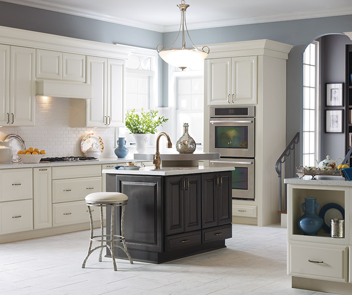 Traditional Kitchen Cabinets With Island