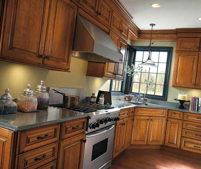 Traditional cherry kitchen cabinets diamond cabinetry for Cherry kitchen cabinets