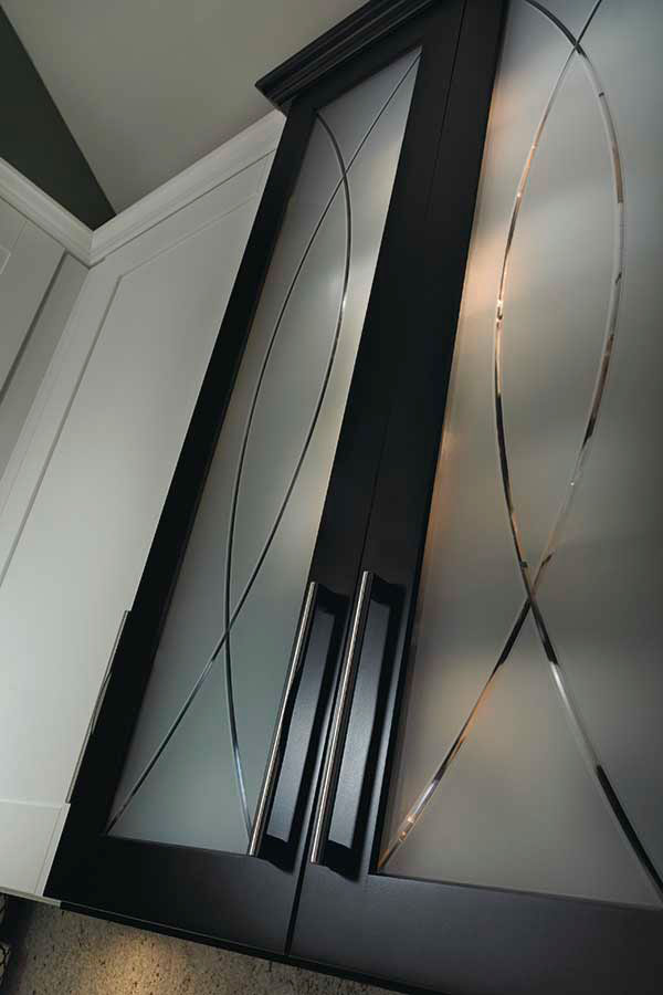 Seeded Glass Cabinet Insert Diamond Cabinetry