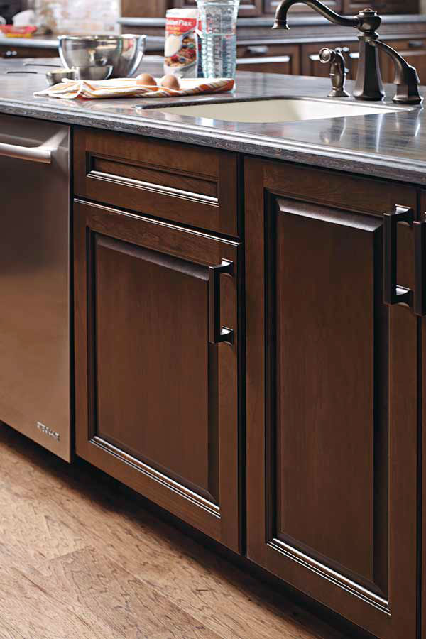 Country Sink Base Cabinet - Diamond Cabinetry