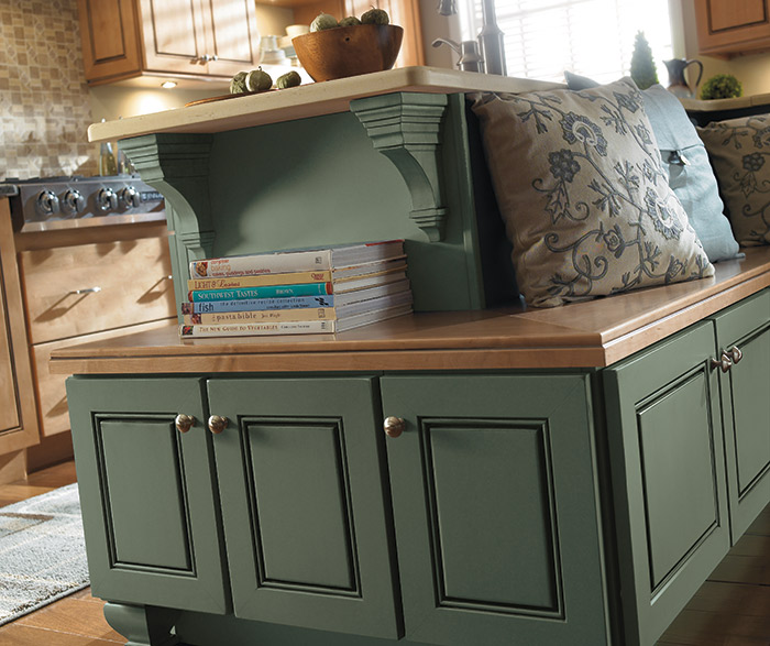 maple_wood_cabinets_casual_kitchen_2